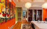 Trang trí phòng ăn với tông màu cam rực rỡ chính là xu hướng của mùa hè năm nay