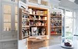 10 thiết kế tủ lưu trữ giúp bạn chứa cả thế giới chai lọ lỉnh kỉnh trong phòng bếp