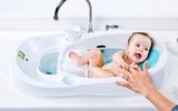 Chiếc bồn tắm cho trẻ sơ sinh khiến các mẹ nhìn thấy là muốn rút ví mua ngay