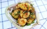 Tối mùa đông gió lạnh nhâm nhi khoai tây nướng cay nóng hổi là tuyệt nhất