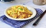 Miến xào trứng làm siêu nhanh cho bữa sáng