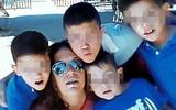 Chỉ nghĩ mẹ và cha dượng ngủ quên, 4 cậu bé vô tư sống bên 2 thi thể nhiều ngày mà không biết