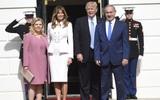 Đệ nhất phu nhân Melania Trump xuất hiện rạng rỡ bên chồng trong buổi tiếp đón ngoại giao đầu tiên tại Nhà Trắng