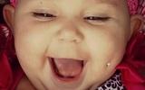 Bất chấp 'gạch đá' dư luận, bà mẹ trẻ vẫn up ảnh xỏ khuyên mặt cho con gái 1 tuổi với thông điệp…