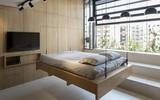 Căn hộ 45m² cực ấn tượng với giường treo và hệ tủ âm tường biến hóa