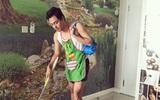 MC Phan Anh đeo tạp dề lau nhà, làm thơ