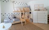 Trang trí đơn giản nhưng siêu đáng yêu, đây chính là phòng ngủ khiến mọi đứa trẻ mê tít