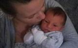 Ôm thi thể con sơ sinh tím ngắt trong tay, mẹ chết ngất khi gián tiếp hại con vì thói quen phổ biến