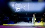Trần Lập xuất hiện như một điều kỳ diệu, cả khán phòng vỡ òa đến bật khóc