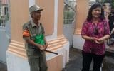 Gặp bác bảo vệ già trong câu chuyện mỗi sáng, học sinh trường Lê Hồng Phong lễ phép cúi chào