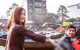 Cô gái lái đò chở khách trẩy hội chùa Hương dịp đầu năm bất ngờ nổi tiếng vì quá xinh