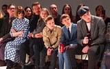 Beckham cùng các con nổi bật trên hàng ghế đầu show của Vic, xứng danh gia đình sành điệu nhất Hollywood