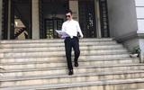 Chồng trẻ Phi Thanh Vân đăng ảnh nộp đơn ly dị đúng ngày Valentine