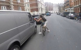 Cô gái bẻ gương ôtô của kẻ trêu chọc mình giữa đường