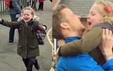Hình ảnh cô bé ôm chầm lấy cha trở về từ Nam Cực sau nhiều tháng xa cách khiến nhiều người xúc động