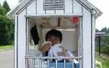 Chuyện thật như đùa: Tiếc tiền thuê nhà, chàng sinh viên Nhật Bản thiết kế nhà giấy để ở