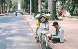 Hè của con nhà nghèo: Bán sen, bán trái cây, bán chè... nhưng vẫn vui biết bao vì giúp được bố mẹ