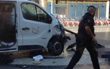 Xe tải khủng bố lao lên vỉa hè, đâm hàng trăm người ở Tây Ban Nha