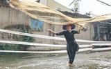 Cảnh tượng bi hài của người Sài Gòn sau những ngày mưa ngập: Sáng quăng lưới, tối thả cần câu bắt cá giữa đường