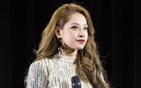 Chi Pu gặp sự cố hát sai nhạc, quên lời trong fanmeeting ở Hàn Quốc