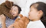 Chỉ cần 1 chú gấu bông, nhiều cha mẹ trên thế giới đã xóa tan cơn tức giận của con bằng cách này