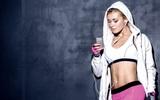 Từ chuyện mặc quần áo sinh nhiệt để giảm cân nhanh, huấn luyện viên cảnh báo hiện tượng mất nước khi chơi thể thao