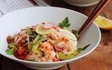 Bữa trưa ăn mỳ trộn kiểu Thái thì vừa ngon miệng lại vừa có da đẹp dáng chuẩn