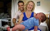 Không cần đến bệnh viện, bà mẹ sinh con nặng 6kg ngay trên sàn nhà