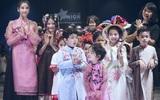 Hoa hậu Hương Giang, Trương Quỳnh Anh nắm tay con sải bước trên sàn catwalk ngày thứ 2 Tuần lễ Thời trang Thiếu nhi