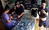 Hà Nội: Thanh niên vào cửa hàng cầm iPhone tự sướng để thử độ nét, khen mình đẹp trai rồi tẩu thoát ngay