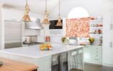 Vừa đẹp vừa sang như những căn bếp được trang trí bằng sắc vàng kim loại