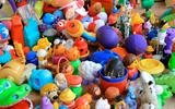 Cảnh báo: Đồ chơi bằng nhựa cũ chứa thành phần gây ngộ độc