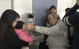 Bạo lực và thói quen của người lớn có thể khiến trẻ bị mù mắt, giảm thị lực