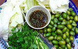 Nhót xanh cuộn bắp cải chấm chẩm chéo - món ăn