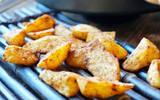 Khoai tây nướng muối tiêu món vặt ngon dễ làm