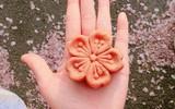 Không chỉ có Nhật Bản mà Hàn Quốc cũng đón chào mùa hoa anh đào với hàng loạt món ăn uống cực xinh
