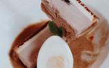 Tết năm nay, người ta ăn bánh chưng và thịt kho trứng phiên bản làm từ bánh ngọt và kem!