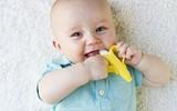 Quả chuối được các bà mẹ Mĩ tin dùng cho trẻ sơ sinh tự làm sạch răng miệng