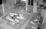 Hai cô giáo dùng chân đạp trẻ mầm non bị buộc thôi việc