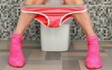 Thói quen xấu khi đi tiểu rất nhiều bạn trẻ mắc phải mà không biết có thể gây hậu quả nghiêm trọng