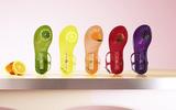 Có gì thú vị mà đôi sandals nhựa trong của Katy Perry lại có giá hơn 1 triệu đồng