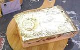 """Gần 10 triệu đồng chiếc bánh sinh nhật dát vàng """"sang chảnh"""""""