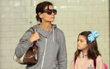 Là con gái của ngôi sao nổi tiếng và giàu có nhưng Suri Cruise vẫn đón tàu điện ngầm đi học