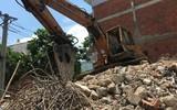 TP.HCM: Nhà đang tháo dỡ thì sập, nam công nhân bị mảng bê tông đè tử vong