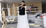 Huỳnh Hiểu Minh được khen ngợi hết lời khi tự tay làm cầu trượt cho con trai, đi dép yêu vợ