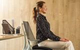 Dân văn phòng ngồi nhiều luôn đối mặt với tình trạng đau lưng khó chịu và đây là cách giải quyết hiệu quả