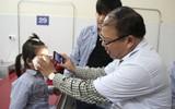 Càng gần Tết cha mẹ càng cẩn trọng để tránh những tổn thương mắt không đáng có ở trẻ