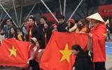 Không khí cực nóng trong SVĐ Thường Châu, Trung Quốc: Fan Việt Nam đã có mặt cùng U23 Việt Nam rồi đây!