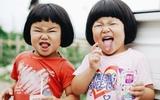 Chùm ảnh chị em sinh đôi cực cute qua ống kính của bố