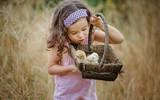 Bộ ảnh đẹp đốn tim của em bé lai ở ngoại ô Hà Nội